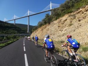 Amis du Tour_approche pont de Millau 2015